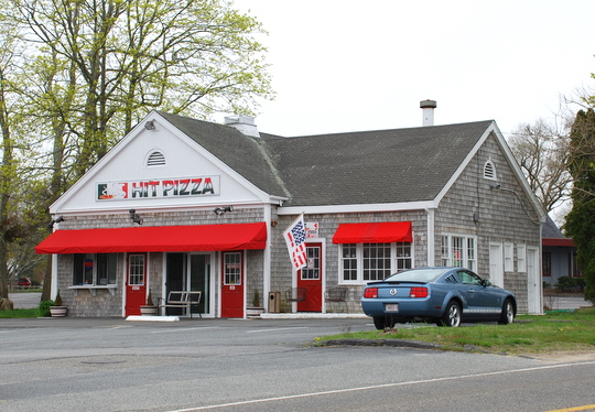 Hit Pizza in Dennis Port, Massachusetts