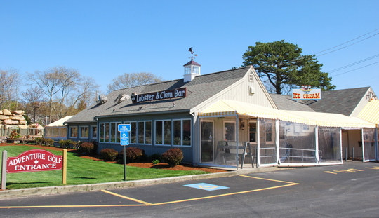 Arnold's Lobster & Clam Bar in Eastham, Massachusetts